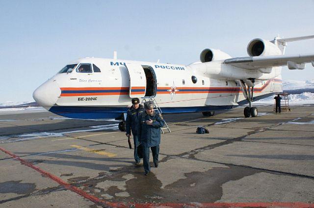 Самолёт Бе-200 готовится к вылету.