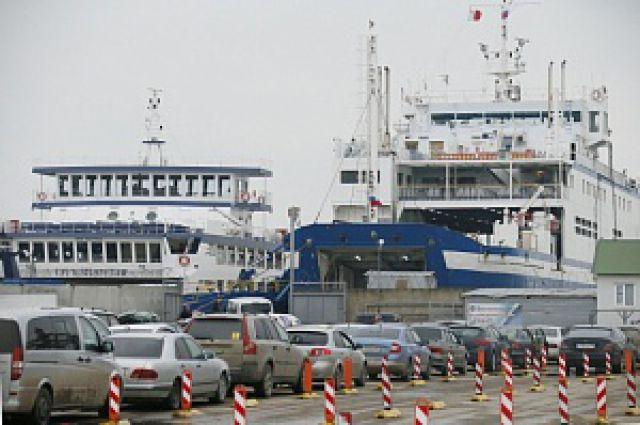 Больше 300 машин ждут свою очередь переправы с Кубани на Крым