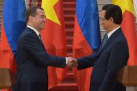 Председатель правительства РФ Дмитрий Медведев и премьер-министр Вьетнама Нгуен Тан Зунг после заявления для прессы по итогам российско-вьетнамских переговоров в Ханое, 6 апреля 2015.