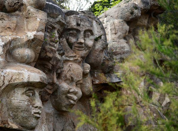 Скульптурная композиция «Прометей и дети мира», установленная в лагере Артек в 1966 году, была заложена на камнях, привезенных детьми из 83 стран мира. На стене рядом со скульптурным рельефом высечены слова: «Сердцем - пламенем, солнцем - сиянием, костром - заревом, дети шара земного, дорогу дружбы, равенства, братства, труда, счастья навсегда озарим!»