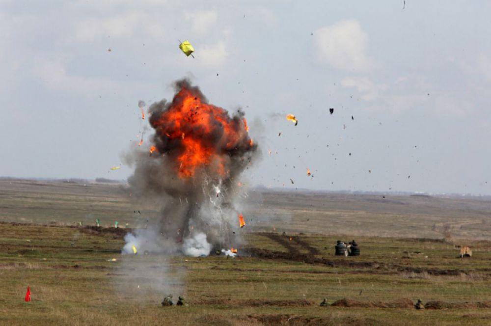 Разрывы мин и снарядов...
