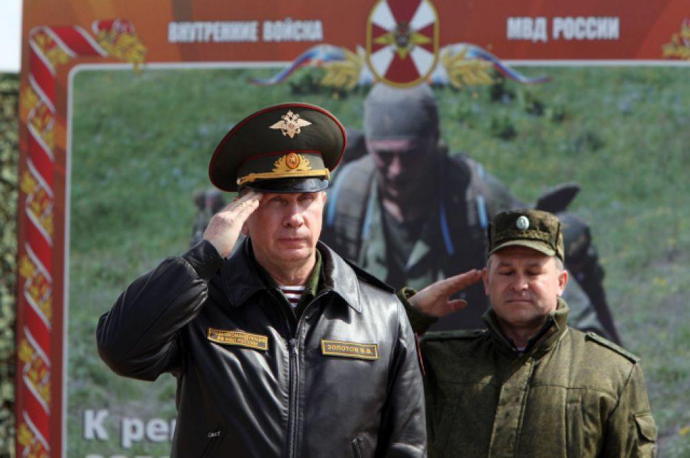 Руководит учениями главком внутренних войск МВД России генерал-полковник Виктор Золотов.