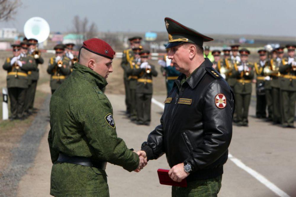 Вручение правительственных наград после завершения плановой операции.