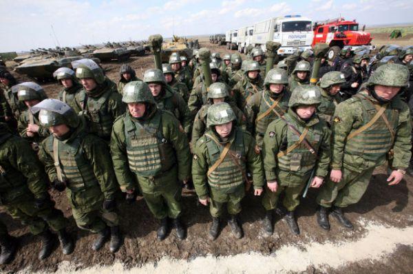 Подразделения войск МВД на исходной позиции.