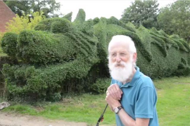 Садовник Джон Брукер.