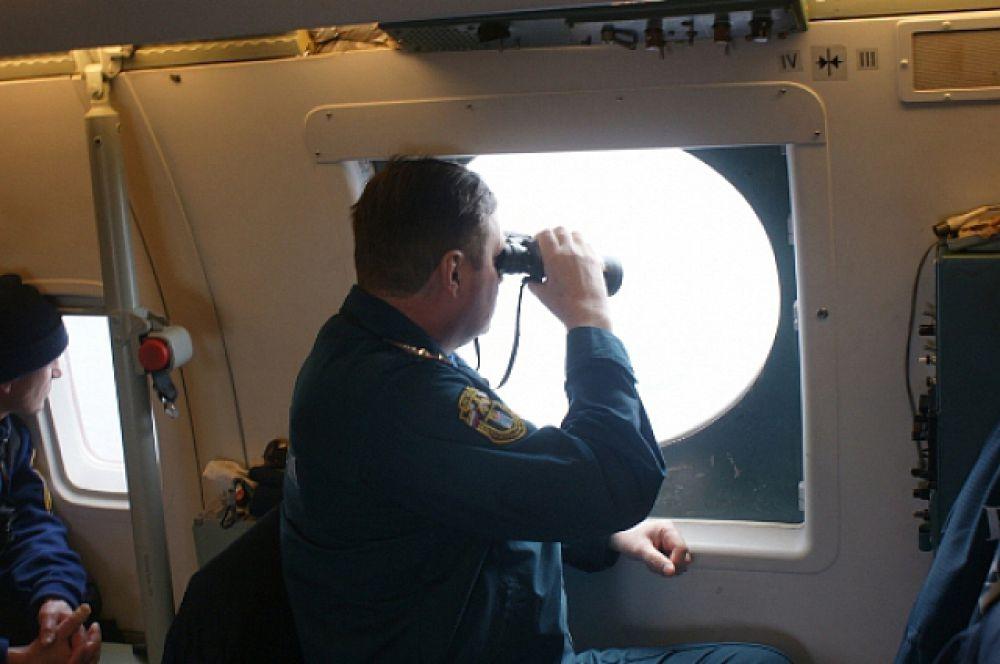 Ведётся визуальный осмотр акватории Охотского моря.