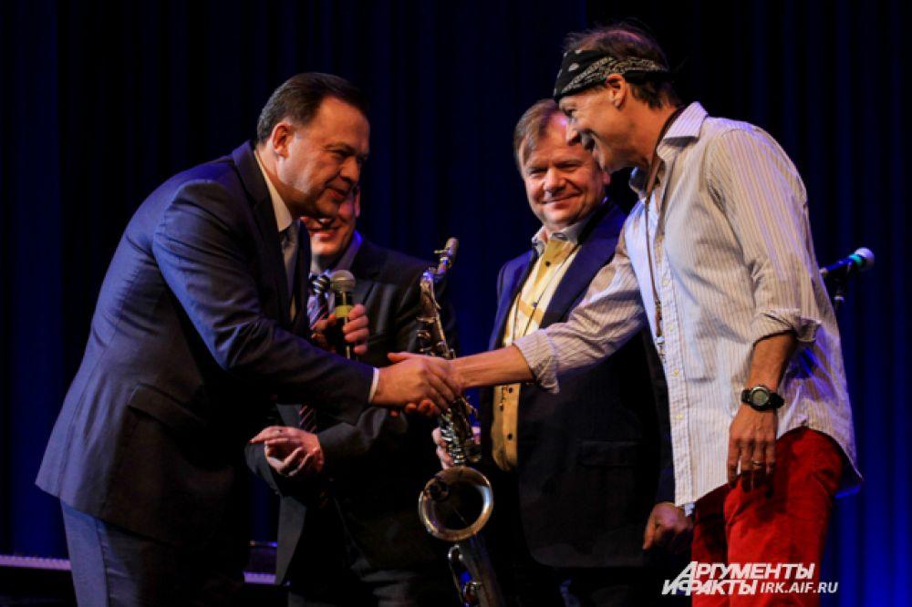 В этом году на Открытом молодежном фестивале-конкурсе «Джаз на Байкале» было представлено более 60 номеров участников из Иркутска, Новосибирска, Хабаровска, Пятигорска, Барнаула, Кореи и Франции