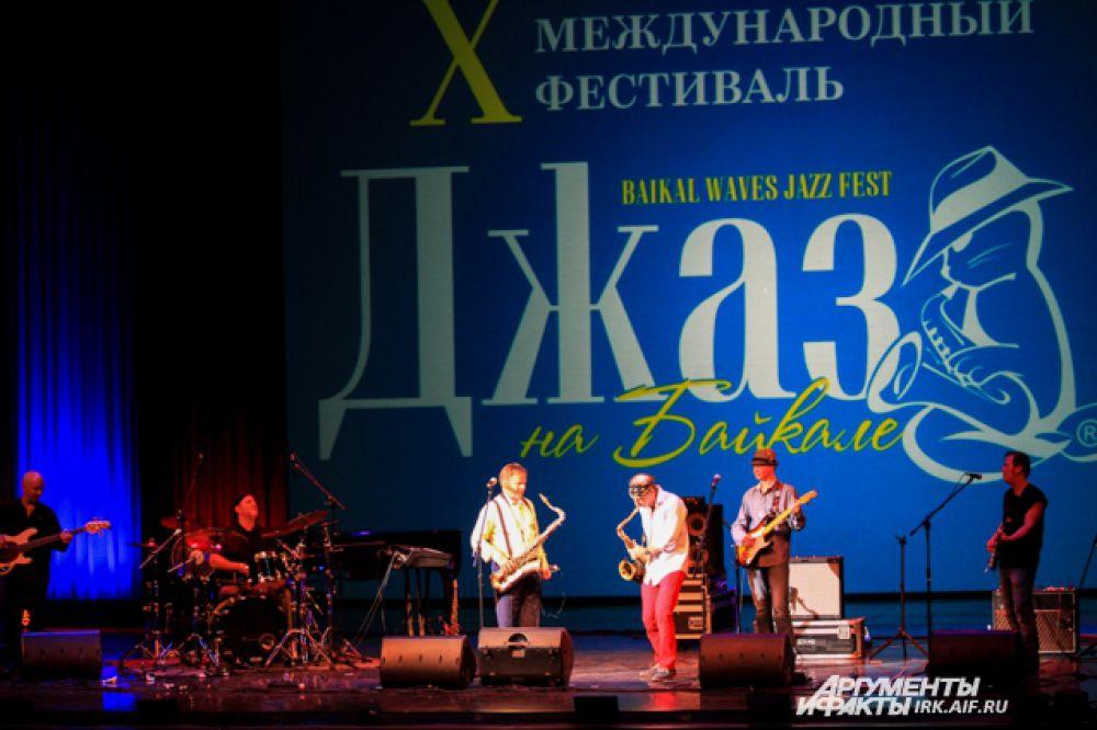 Любители джазовый музыки наслаждаются фестивалем уже в десятый раз.