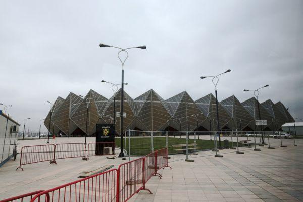 Бокс – Кристал Холл. Соревнования по боксу, столь популярному виду спорта в Азербайджане, будут проводиться с участием 296 спортсменов на протяжении 12 дней. Здесь будут разыграны 15 комплектов медалей. В 10 весовых категориях будут представлены мужчины, а в 5 – женщины. Так, впервые в истории бокса, число весовых категорий для женщин будет больше традиционных трех.