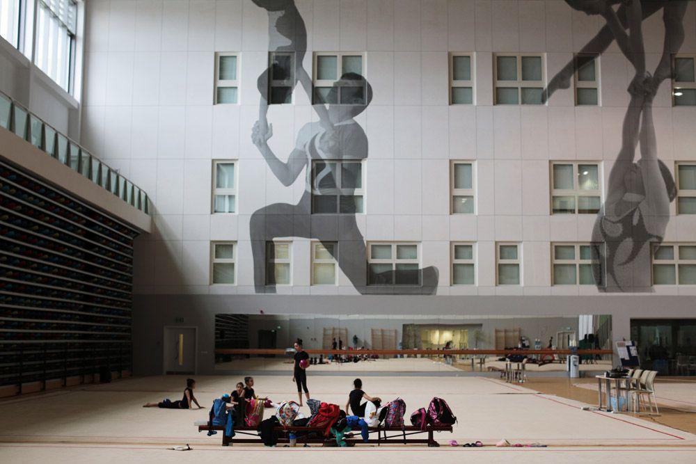 Гимнастика – Национальная гимнастическая арена. Во время первых в истории Европейских Игр совершенно новая Национальная гимнастическая арена станет местом проведения соревнований по гимнастике.  Эти соревнования пройдут по трем основным видам  спорта, включая спортивную и художественную гимнастику и прыжки на батуте, а также в двух новых неолимпийских видах спорта, таких как акробатика и аэробика.