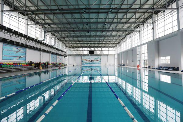 В Мингячевире также есть бассейн, где спортсмены смогут отдохнуть или потренироваться.