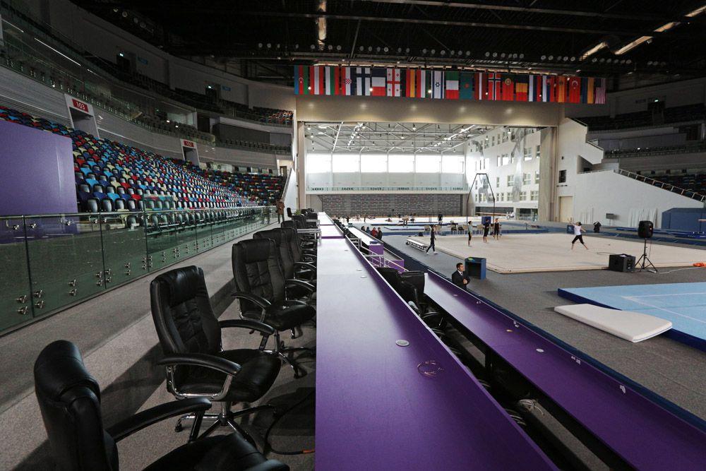 На протяжении трех дней среди 446 мужчин и женщин будут проведены индивидуальные, групповые и смешанные соревнования. Здесь будут разыграны 34 комплекта медалей. Таким образом, по количеству разыгрываемых медалей гимнастика занимает второе место после водных видов спорта. Национальная гимнастическая арена вмещает около 6800 зрителей.