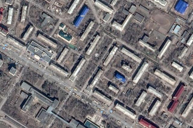Сквер располагается напротив ОмГТУ на проспекте Мира.