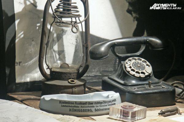 В помещении восстановлена обстановка военного времени, размещены диорамы и материалы, повествующие о взятии города советскими войсками и судьбе немецких военнопленных.