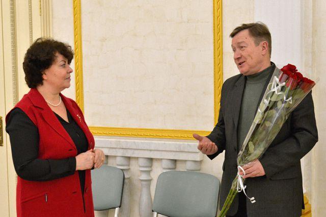 Замгубернатора Ирина Кузьмина и писатель Владимир Сорочкин.
