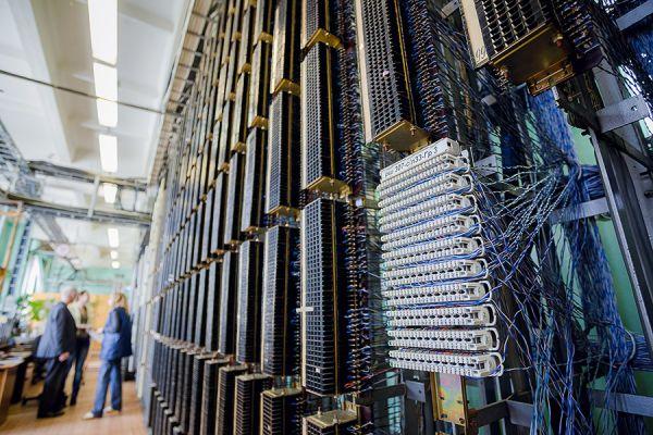 Кросс – коммутационное распределительное оборудование средств связи.