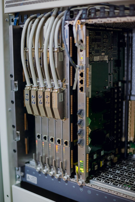 Цифровая телекоммуникационная система компании ISKRATEL Si2000, оборудование ADSL доступа к сети Интернет. Мультиплексор DSLAM.