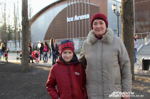 Посмотреть на чемпионов пришли и воспитанники детской хоккейной школы.