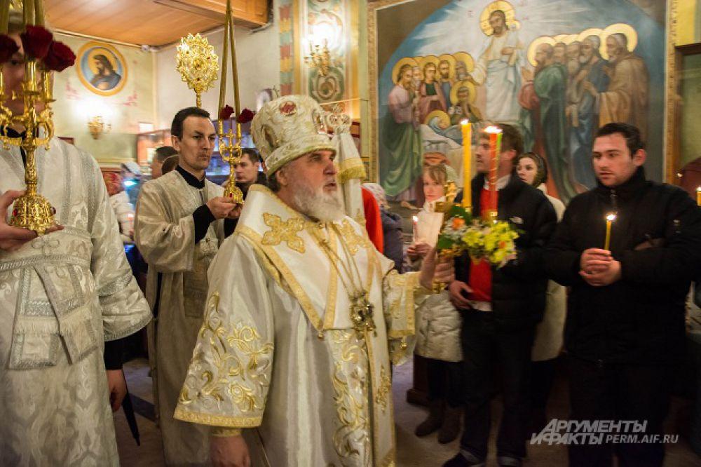 На службе присутствовали и митрополит Пермский Мефодий.