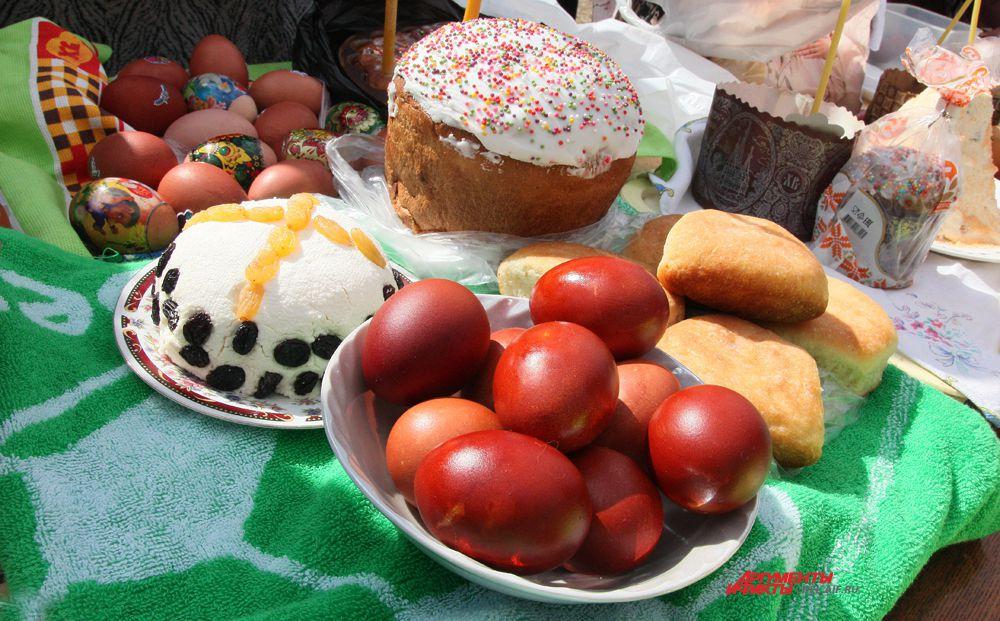 Пасхальные яйца и куличи