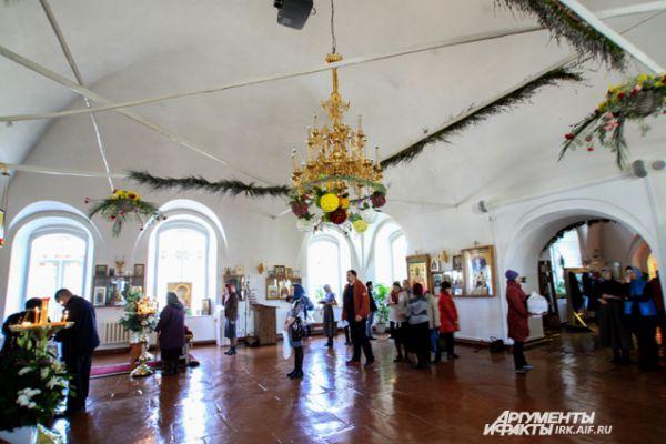 Храмы праздничо украшают.