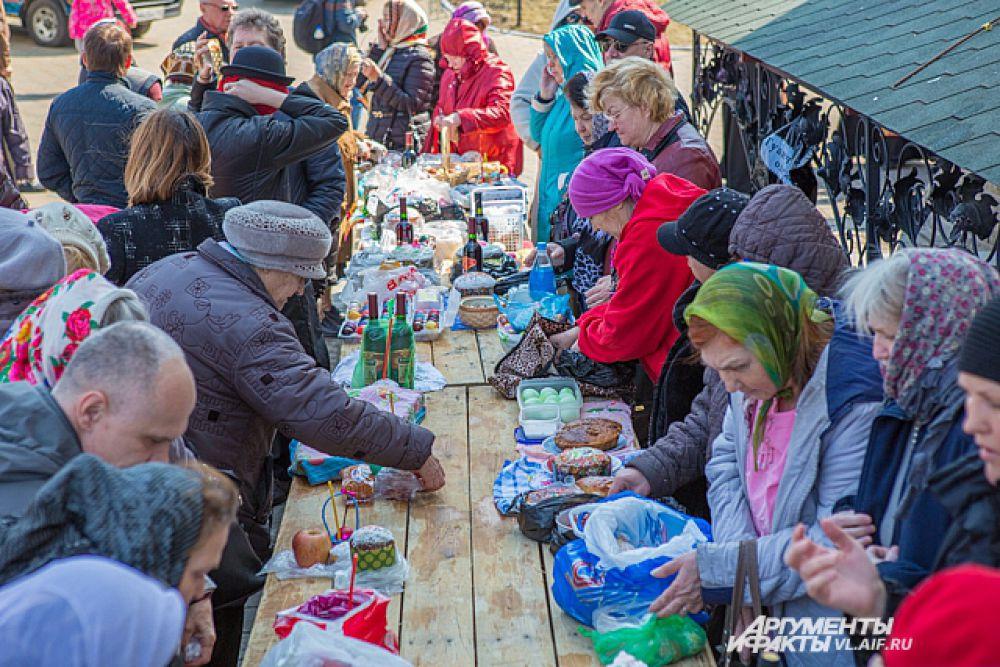 Все яства и напитки выставлялись на специально подготовленном столе.