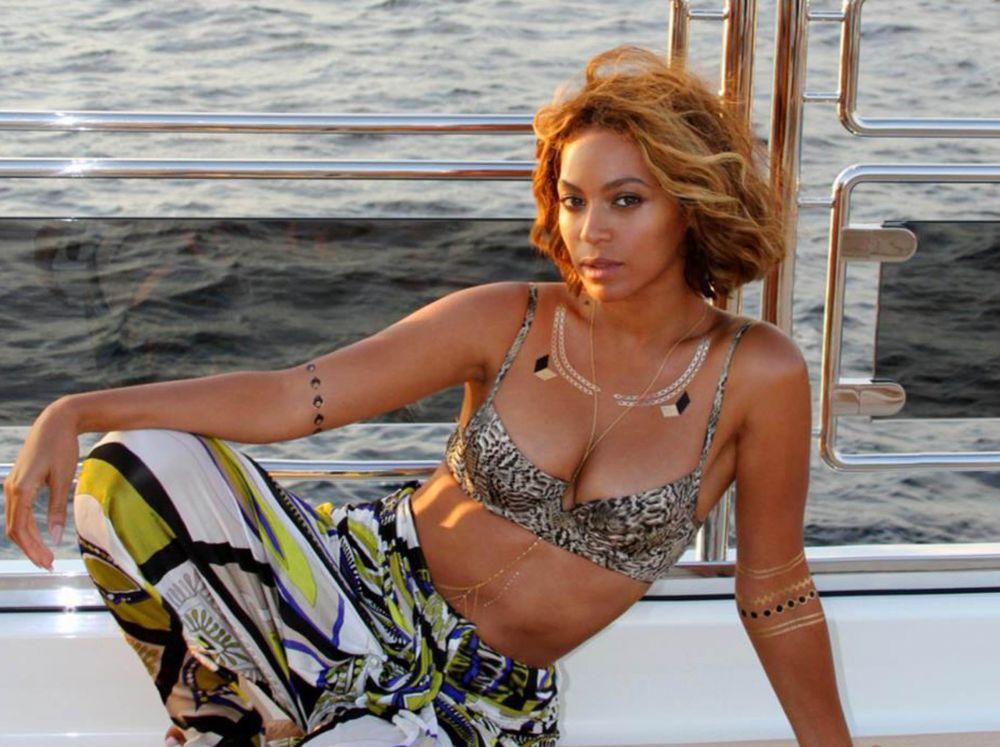 9. Бейонсе - в 2014 году американская певица новым альбомом своих поклонников так и не порадовала, зато успела провести сразу два мировых тура, сначала в одиночестве, а потом со своим мужем рэппером Jay-Z