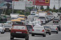 Пробки в Омске возникают утром и вечером.