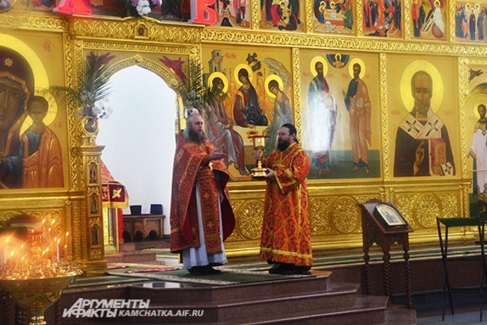 В Храме Святой Живоначальной Троицы готовятся к встрече Благодатного огня.