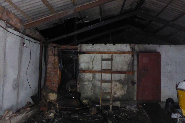 Возгорание произошло в кочегарке, потом огонь перекинулся на гараж.