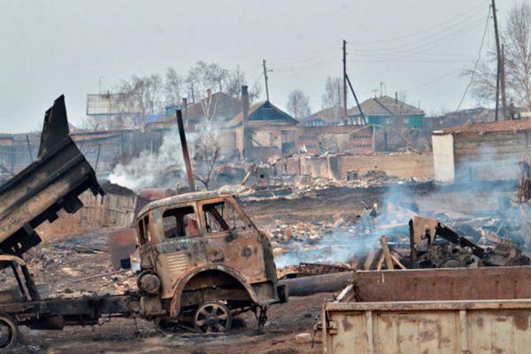 Последствия природных пожаров в селе Знаменка Республики Хакасия.