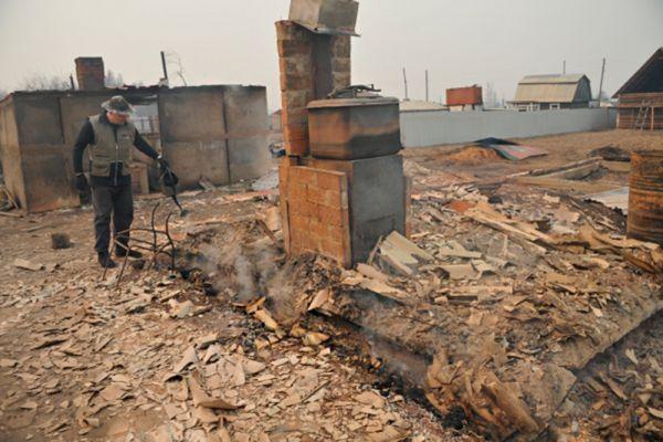 Последствия пожара в дачном кооперативе «Полянка» в окрестностях микрорайона Добротный села Смоленка в Забайкальском крае.