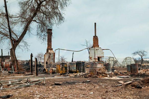 Последствия пожара в деревне Новокурск Республики Хакасия.
