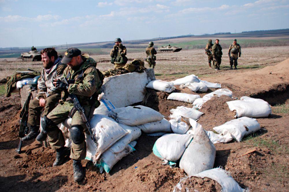 Ополченцы Донецкой народной республики (ДНР) во время учений, цель которых отработка выброски и взаимодействия десантно-штурмовых разведывательных групп и мотострелковой бригады.