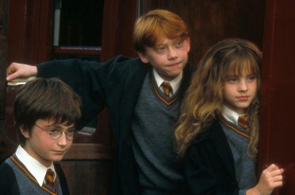 В 9 лет Эмма Уотсон приняла участие  в кастинге на роль Гермионы для фильма «Гарри Поттер и философский камень» (2001) и успешно прошла его: так началась кинокарьера будущей звезды.