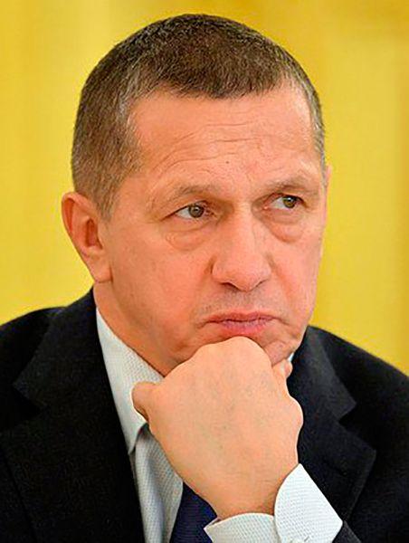 Остался в лидерах и заместитель председателя правительства Юрий Трутнев. Он заработал 180 млн рублей.