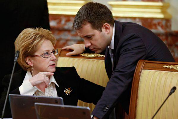 Об относительно скромных доходах сообщил глава Минкомсвязи Николай Никифоров (чуть более 4,9 млн рублей), однако жена чиновника заработала больше – 7,4 млн рублей.