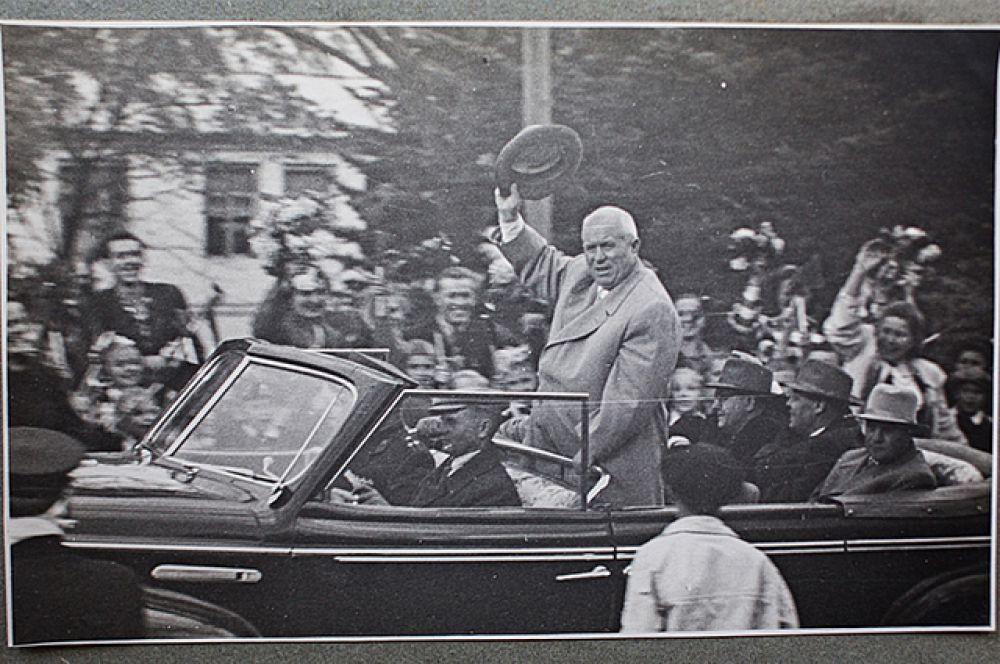Никита Хрущёв приветствует дальневосточников.