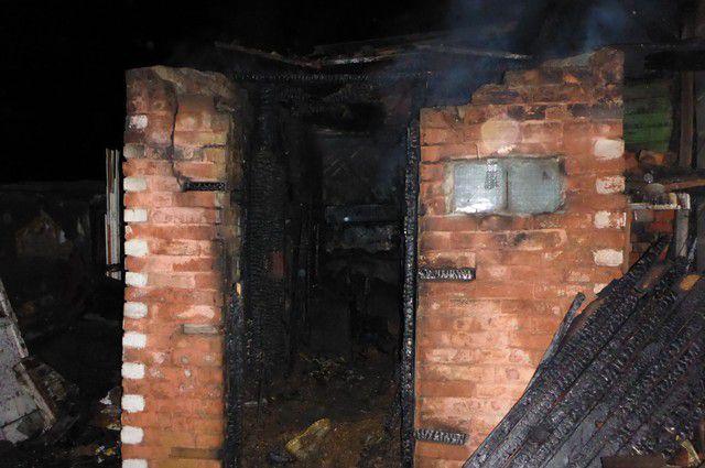 В огне сгорел частный дом.