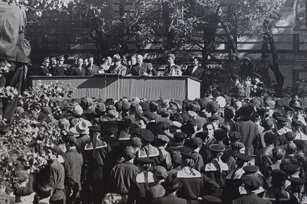 Выступление Никиты Хрущёва на Дальзаводе.