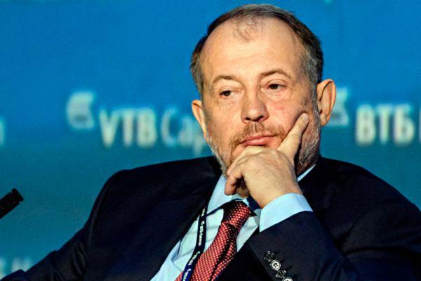 За Михельсоном следует владелец НЛМК Владимир Лисин. Его состояние, по оценке Forbes, сократилось на $5 млрд — до $11,6 млрд.