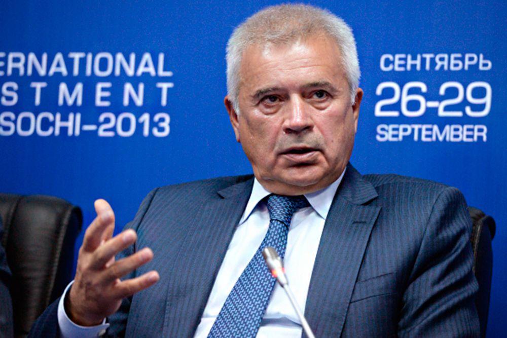 Президент «Лукойла» Вагит Алекперов занимает шестое место, а его состояние оценивается в $12,2 млрд (на $1,4 млрд меньше, чем в 2014 году).