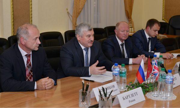 Владимир Жутенков (на переднем плане), возглавляющий агрохолдинг Дружба, заработал 125 миллионов рублей.