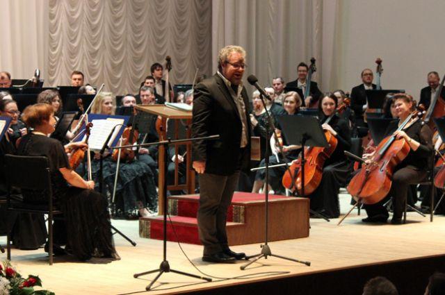 Рассказ о музыке со сцены позволяет слушателям стать ближе к классике.