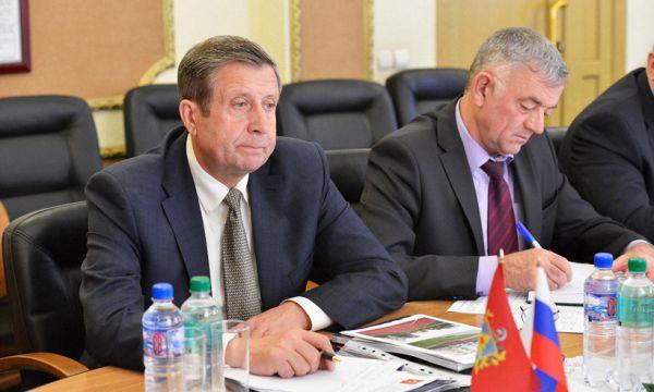Председатель областной думы Владимир Попков отчитался о скромном заработке в 11 миллионов рублей.