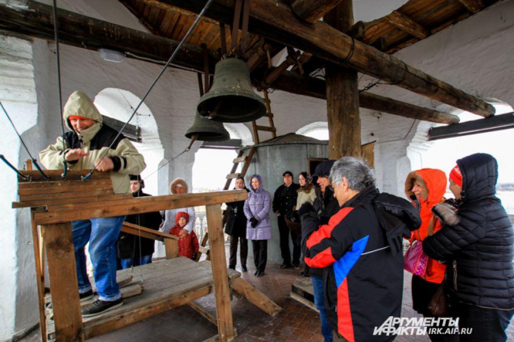 Звуки колоколов воодушевляют, дарят радость. Поэтому так много людей в  «Светлую седьмицу» стараются попасть на колокольню.