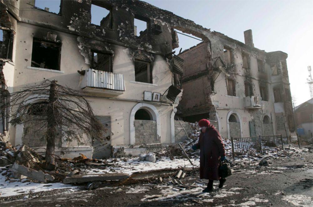 14 апреля. Сотрудник телеканала «Звезда» подорвался на «растяжке» в поселке Широкино Донецкой области.