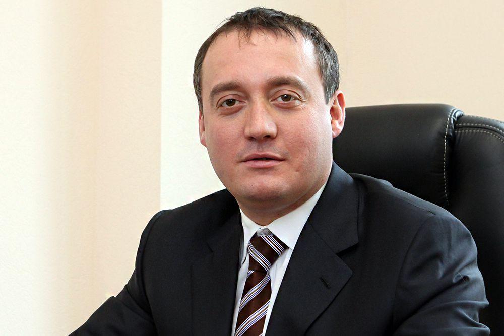 На четвертом месте по семейному доходу – член фракции ЛДПР Сергей Вайнштейн. В 2014 году его семье удалось заработать 851,5 млн рублей.