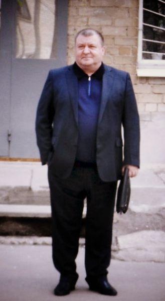 25 февраля повесился 57-летний мэр Мелитополя Сергей Вальтер. Это произошло за несколько часов до начала судебного заседания по его делу. Регионала Вальтера обвиняли в создании в городских органах власти организованной преступной группировки. Прокуратура требовала для него наказания в виде 14 лет лишения свободы.