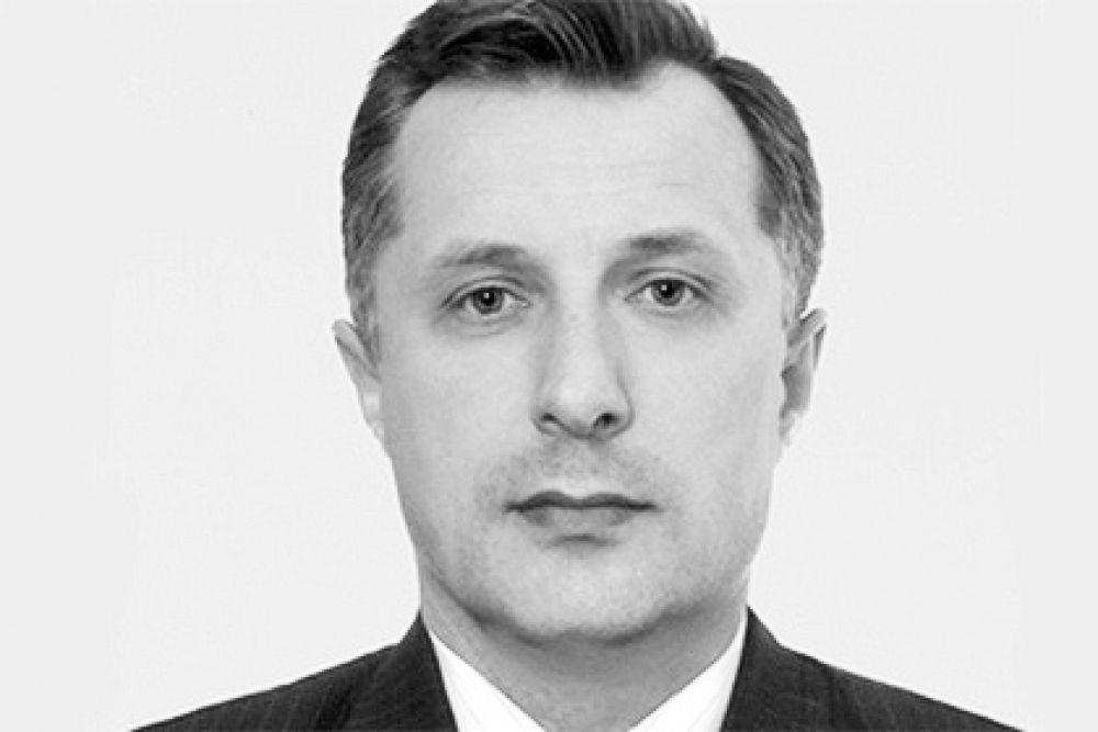 9 марта застрелился однопартиец Чечетова Станислав Мельник. Он оставил предсмертную записку, в которой попросил его простить. Известна ли причина самоубийства, не сообщалось.